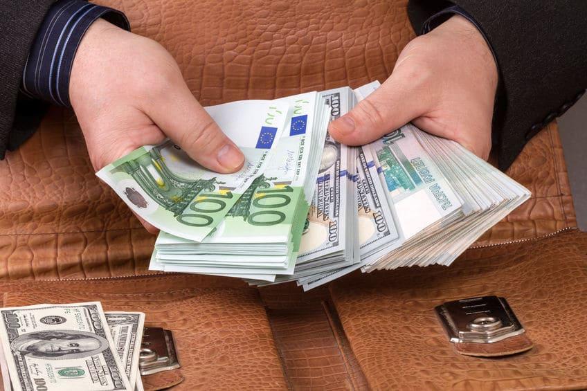 Activos liquidos por dinero real
