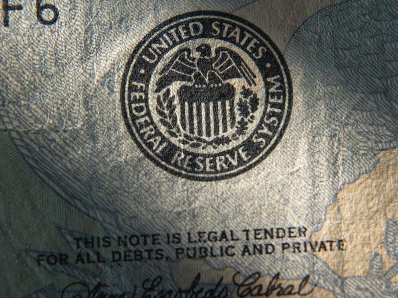 ¿Por qué influye el programa de rescate de la Reserva Federal en el precio del oro?